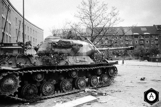 ИС-2 в Берлине 1945