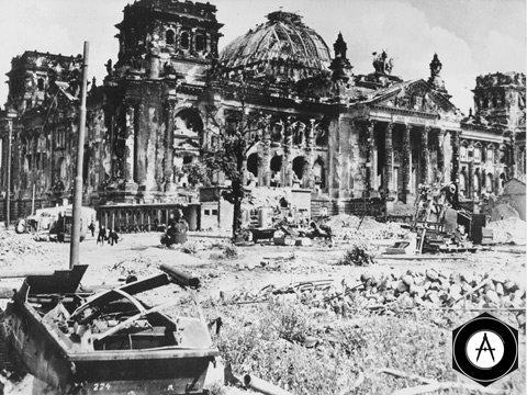 Кадр из кино Берлин 1945 панорама Рейхстага