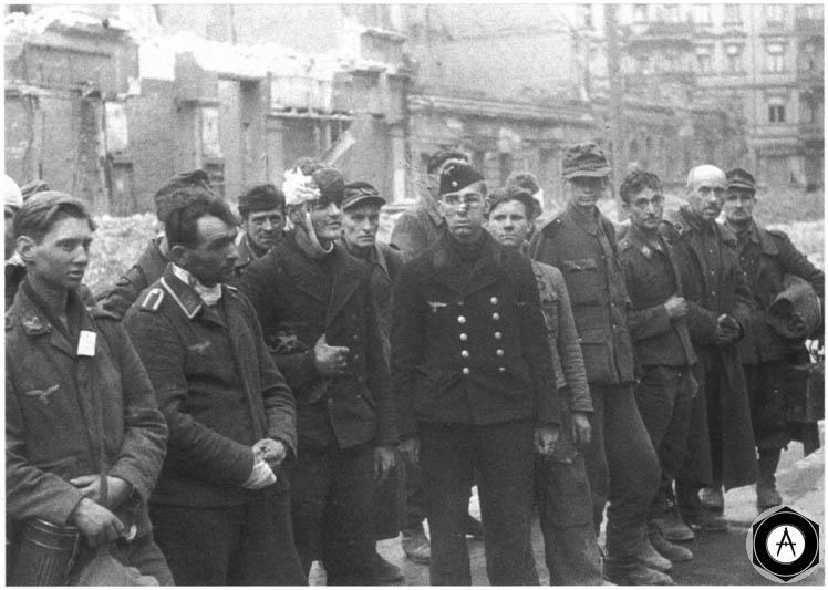 пленные немцы люфтваффе и фольксштурм в Берлине