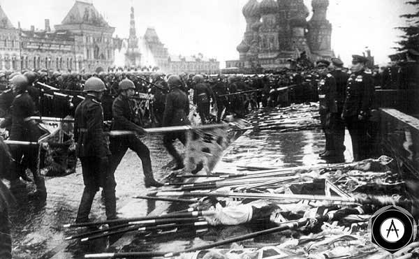 Поверженные знамена фашизма Празднование Победы в Москве, 1945