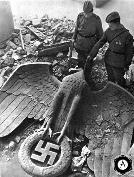 поверженный орёл рейха