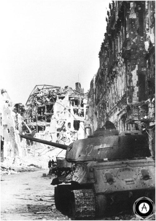 Т-34-85, сгоревший на улицах Берлина