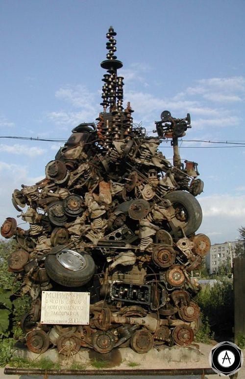 Великий Новгород монумент автослесарю