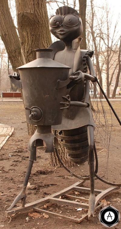 Донецк Памятник Неизвестной Мухе-Цокатухе