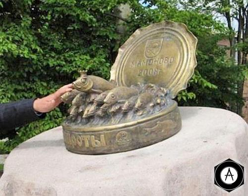 Калининградская область памятник балтийским шпротам в Мамоново