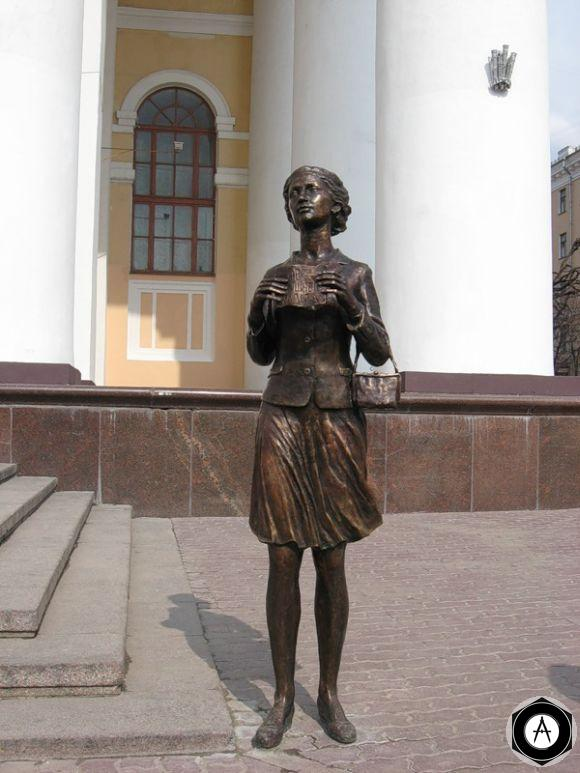 Калуга Памятник театральному зрителю