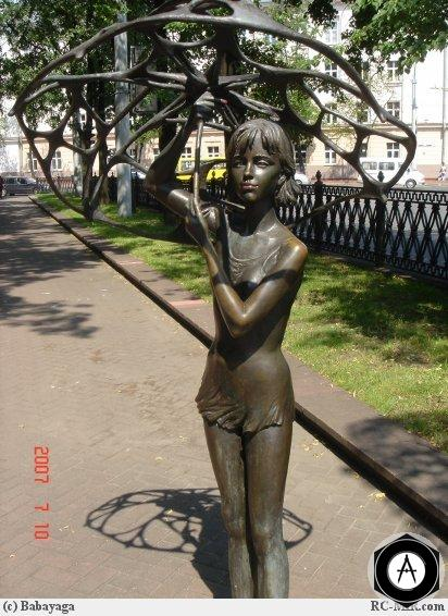 Минск Девочка с зонтом
