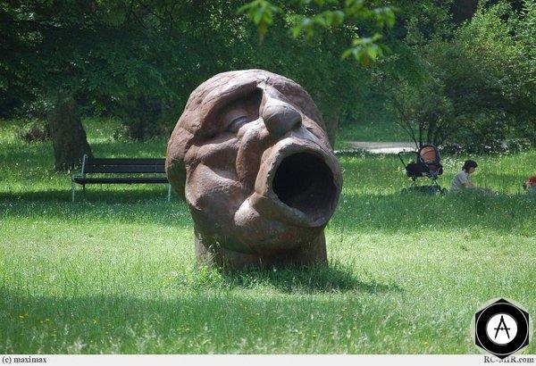 Памятник Зевающему или кричащему