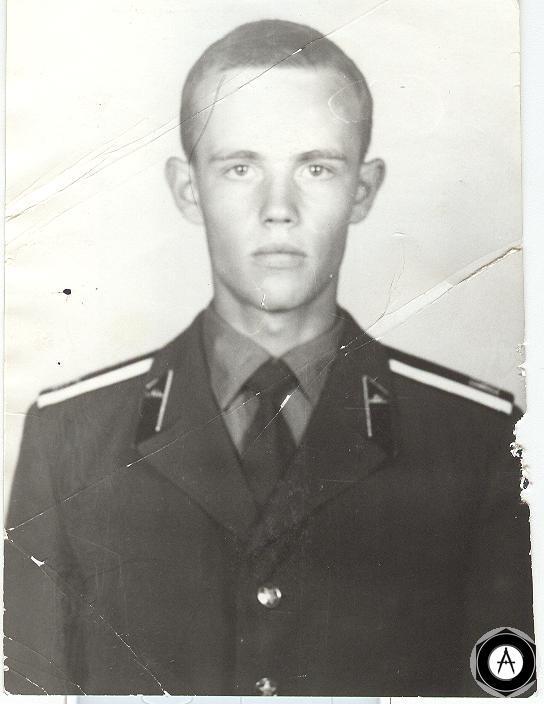 курсант первокурсник Омского Высшего Танкового Инженерного Училища 1989г