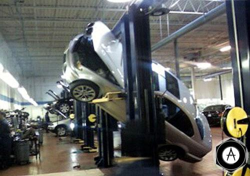 BMW 330ci на сервисе дилерского центра в Нью-Джерси