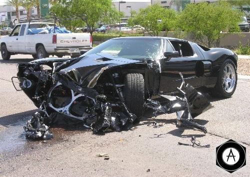 Ford GT разбил парковщик сервисного центра, перегонявший автомобиль на стоянку из ремонтной зоны