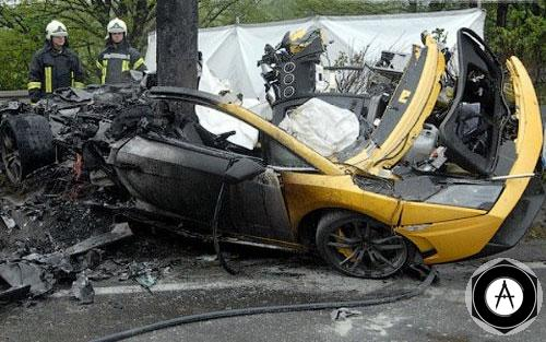 Lamborghini Gallardo попал в серьезное ДТП в Германии За рулем находился работник компании Lamborghini