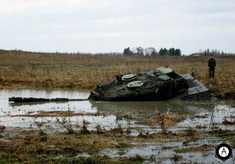Leopard-2 ныряет