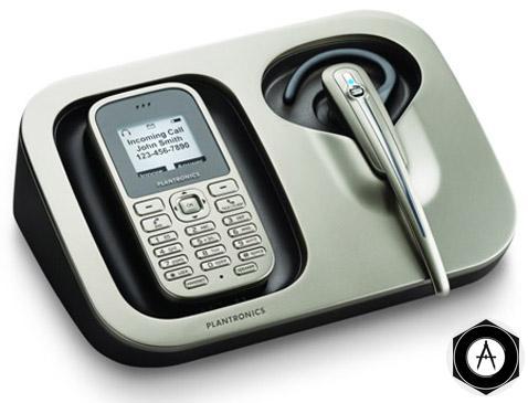 телефон и гарнитура plantronics