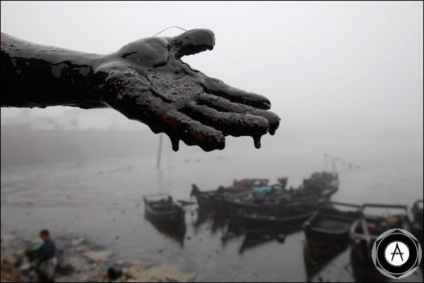 Разлив нефти в желтом море