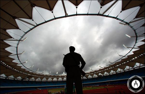 Военный на стадионе Джавахарлал Неру в Дели, Индия_stadion