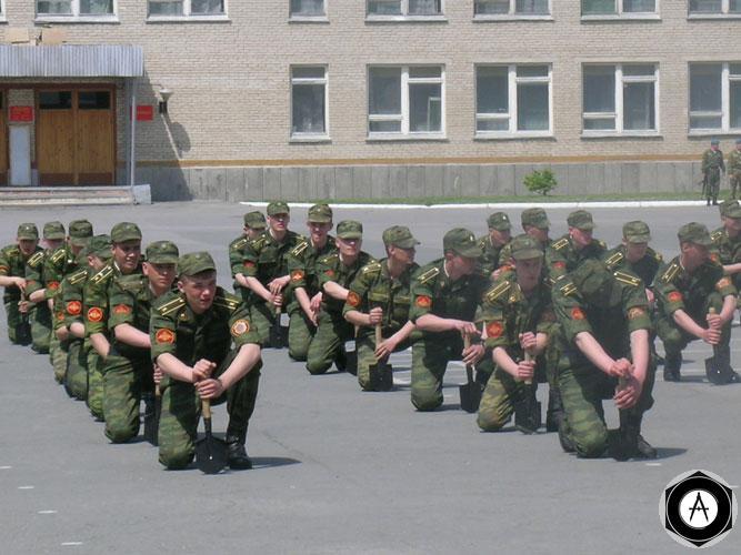 Курсант Омского танкового училища захватил четырех заложников