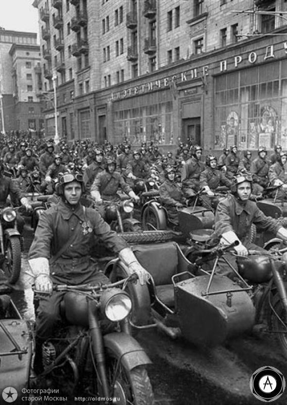 ПАРАД ПОБЕДЫ в Москве 1945 мотоциклисты