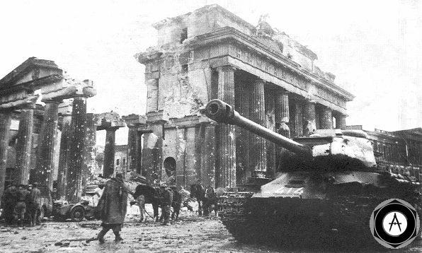 Танки ИС-2 из 7-й гвардейской тяжёлой танковой бригады