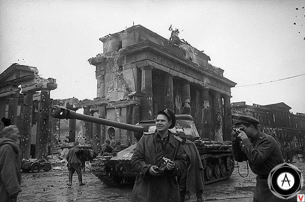 Знаменитые фотографии ИС-2 на улицах Берлина