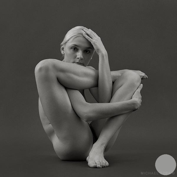 гимнастическая фотография свастика