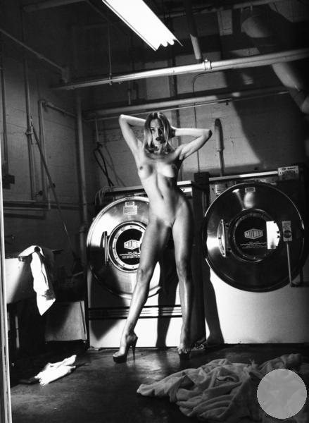 Домашнее фото в прачечной Рашель Вильямс Шато-Мармон Голливуд
