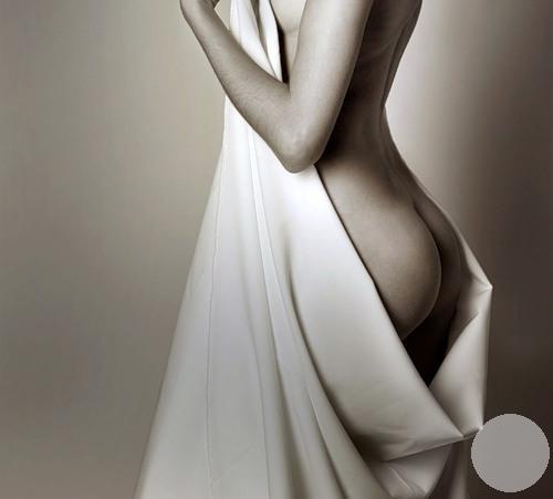 Извилистая красота женщины