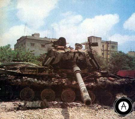 Подбитый израильский танк Мегах (М60) с динамической защитой Блайзер