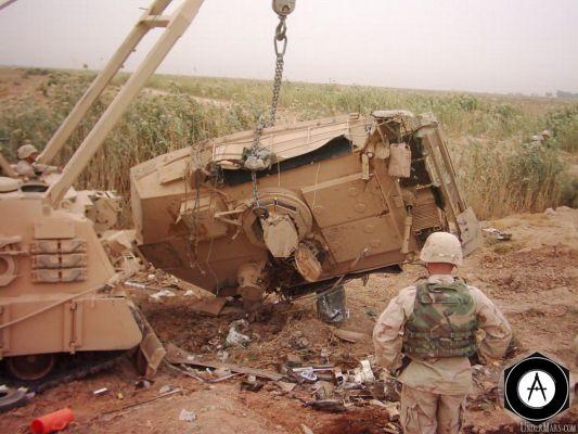 Подбитый танк М1А1, башня отдельно