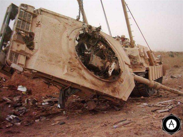 Танк М1А1, подбитый возле Багдадского аэропорта
