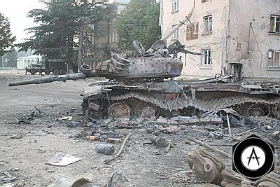 Подбитый грузинский танк Т72