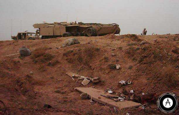 Подбитый танк М1А1, видно поражение катков бронебойным