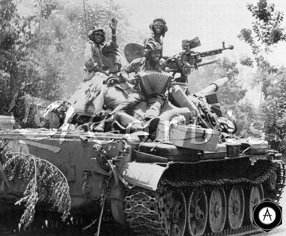 негры с гармошкой на Т-62 Ангола