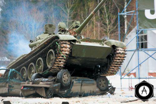 Т-55 плющит Ниву