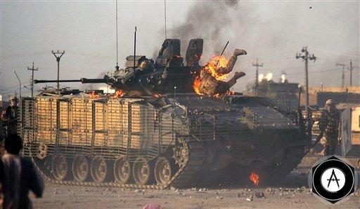 Британская БМП Warrior горит